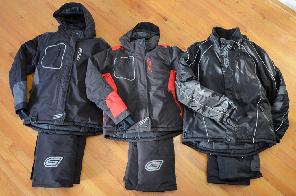 vêtements de motoneige